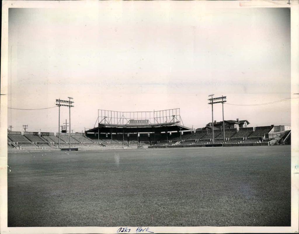 Oaks Park, Emeryville CA Teams housed: Oakland Oaks (1912–1955)